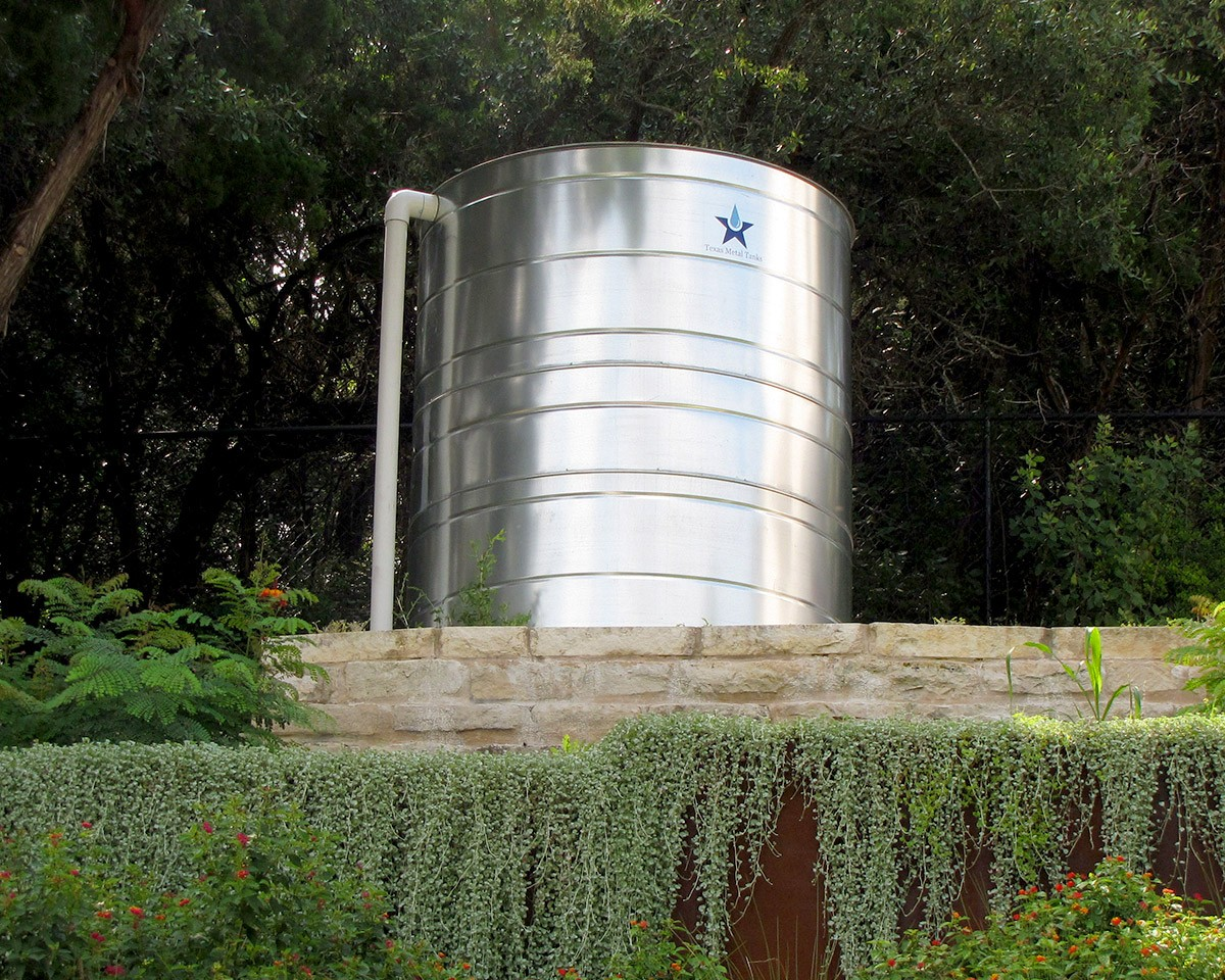 1,480 gallon galvanized steel commercial rain storage tank